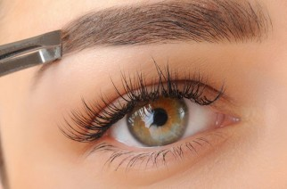 How to tame unruly eyebrows? Several useful tricks.