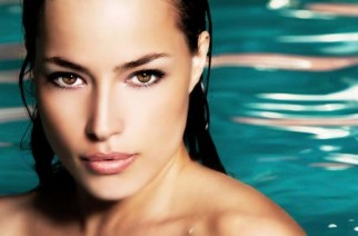 How to perform waterproof make-up removal?