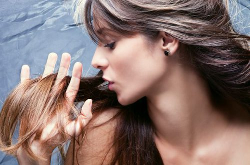 Is your hair dry, frizzy or greasy? Learn how to care for your hairdo the right way!